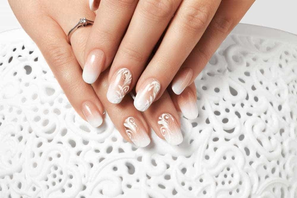 However, this nail design shows the fading of the snow white color from  light white to skin like one leaving this