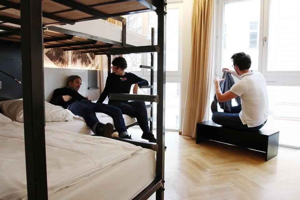 Machen Sie eine Pause vom Großstadttrubel: Unsere privaten Vierbettzimmer  sind wie geschaffen für drei bis vier Gäste