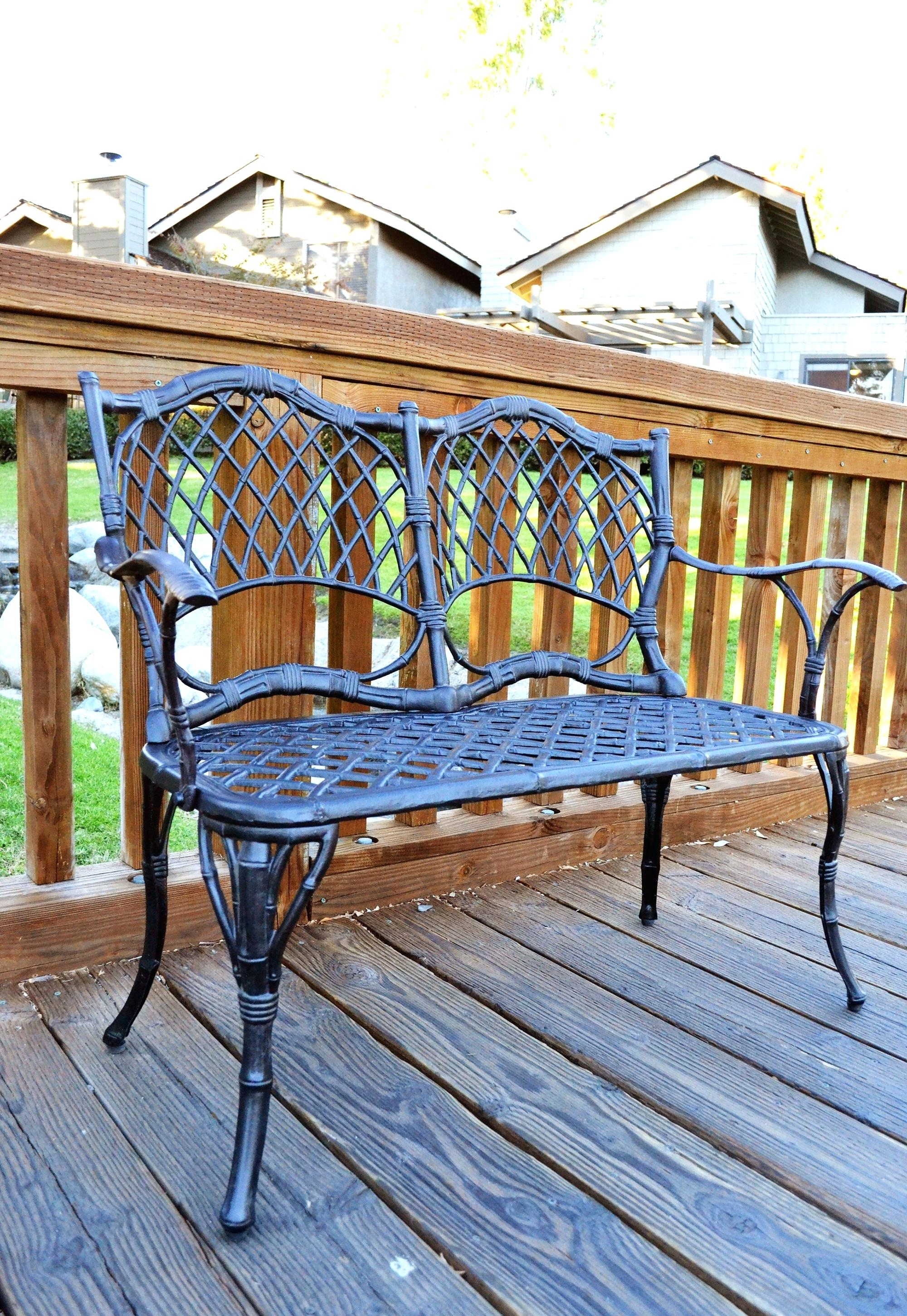 Aluminum patio furniture has always been a popular outdoor furniture option because they are extremely practical and they look good