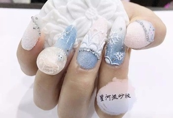 four finger apply light pink color in half nails