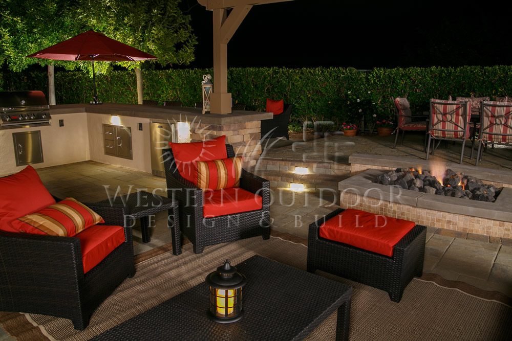 Outdoor Living Room, Folsom, California This Folsom Outdoor Living Space located in California features a 9' x 8' L shaped Folsom BBQ Island coupled with a