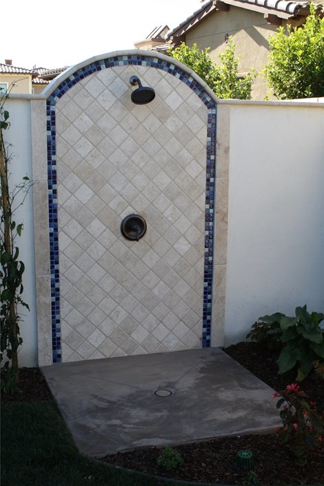 poolside shower ideas from Latham Pool