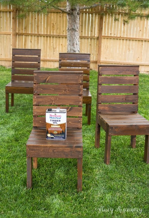 What we love about this DIY outdoor chair tutorial is that she lays out the chair step