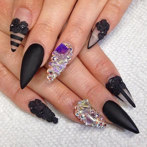 Of course, you will be fascinated when acquainted with new styles and unique decorations of the gel manicure this season